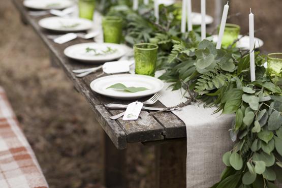 leather-fern-ecalyptus-leaves-wedding-decoration-idea-greece.jpg