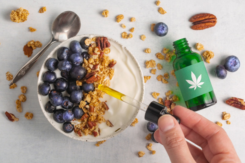 taking cannabis tincture with food