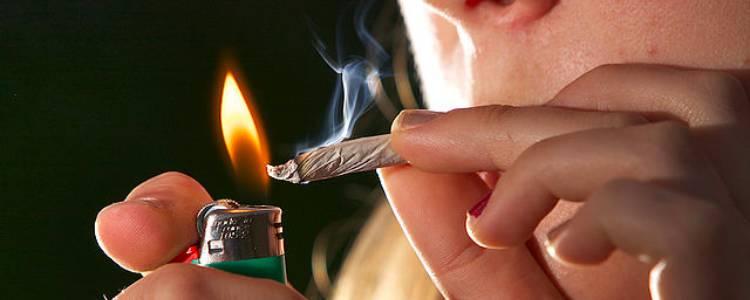 Smoking cannabis correctly.