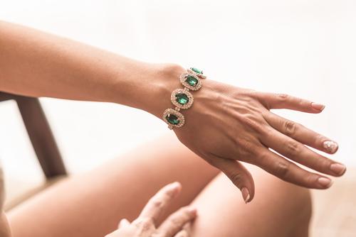 Smaragd verwerkt in een armband