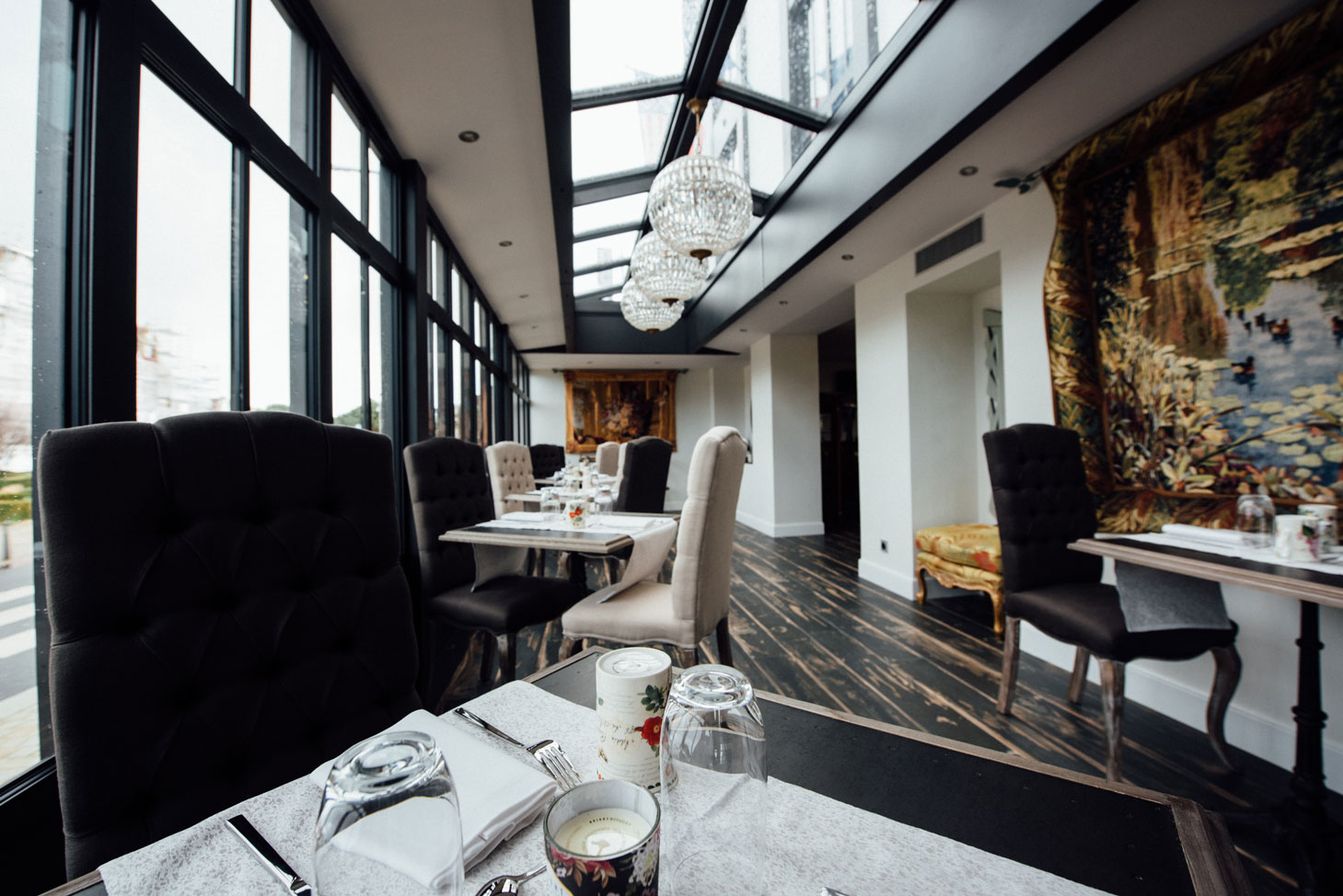 Salle restauration, tables, chaises | Amirauté Hôtel La Baule