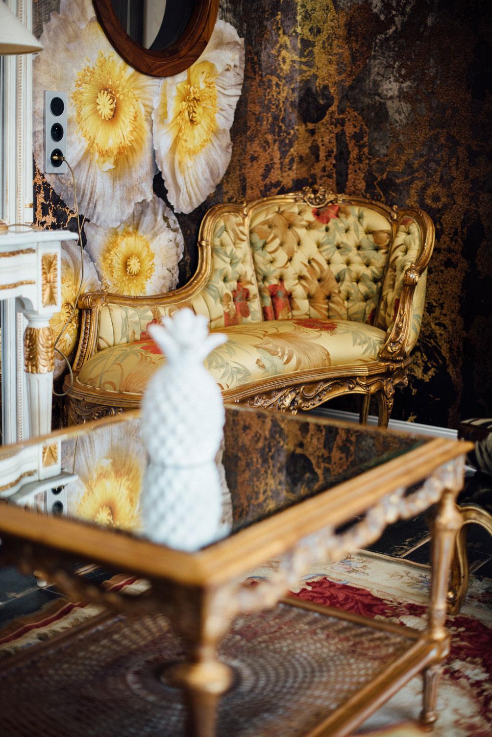 Salle commune, fauteuils, vase | Amirauté Hôtel La Baule