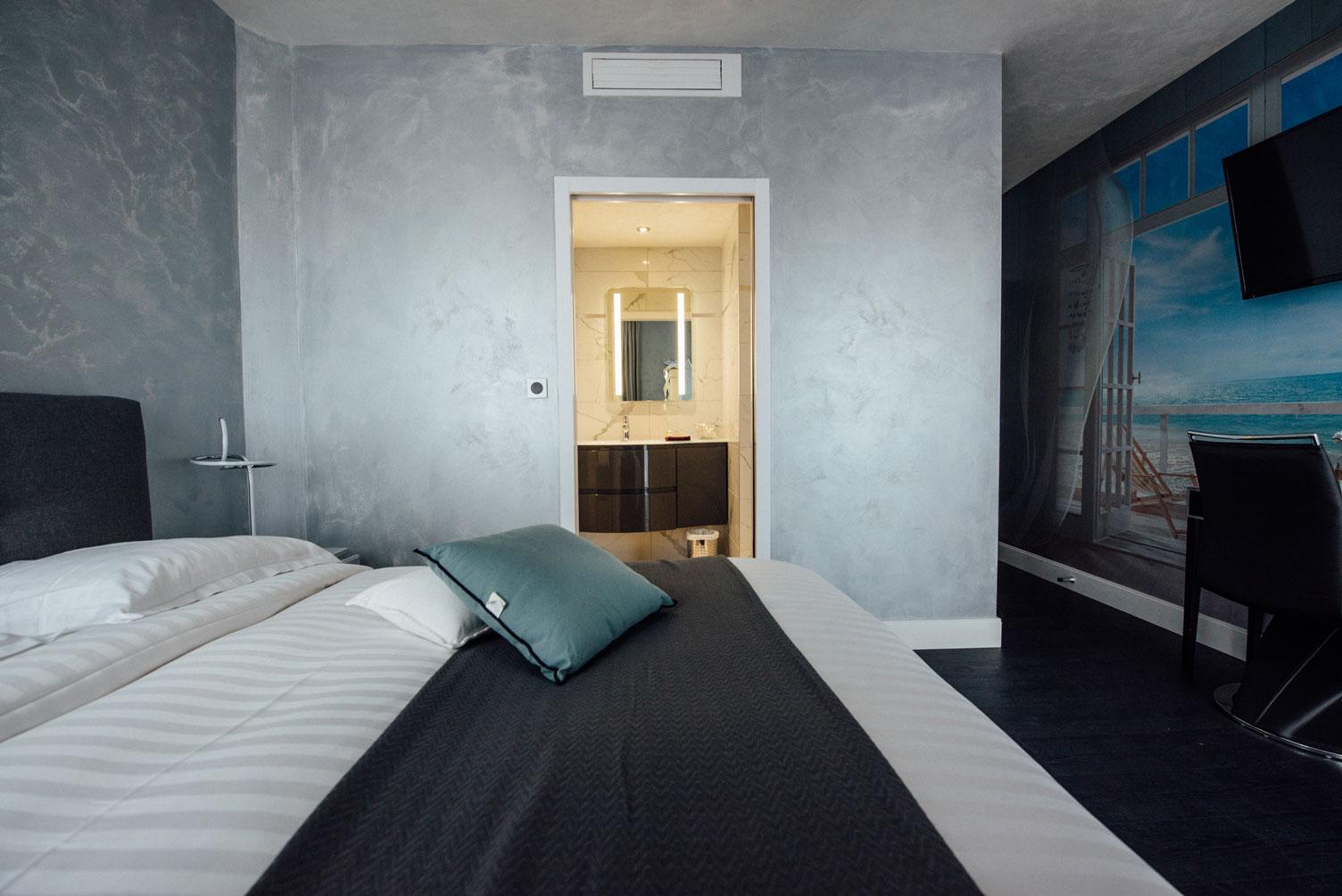 Chambre standard lit salle de bain | Amirauté Hôtel La Baule