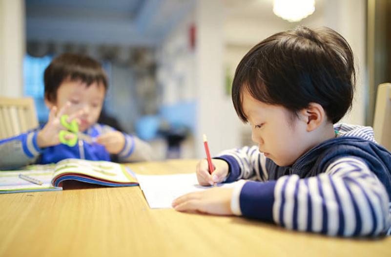 三歲半至四歲半運筆、寫作敏感期