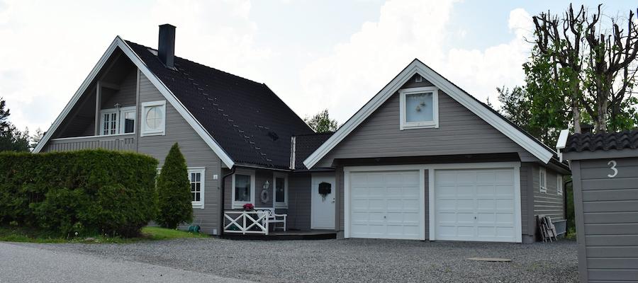Garasje inntil huset