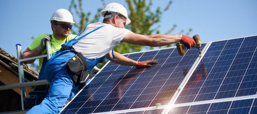 Montere solcelleanlegg