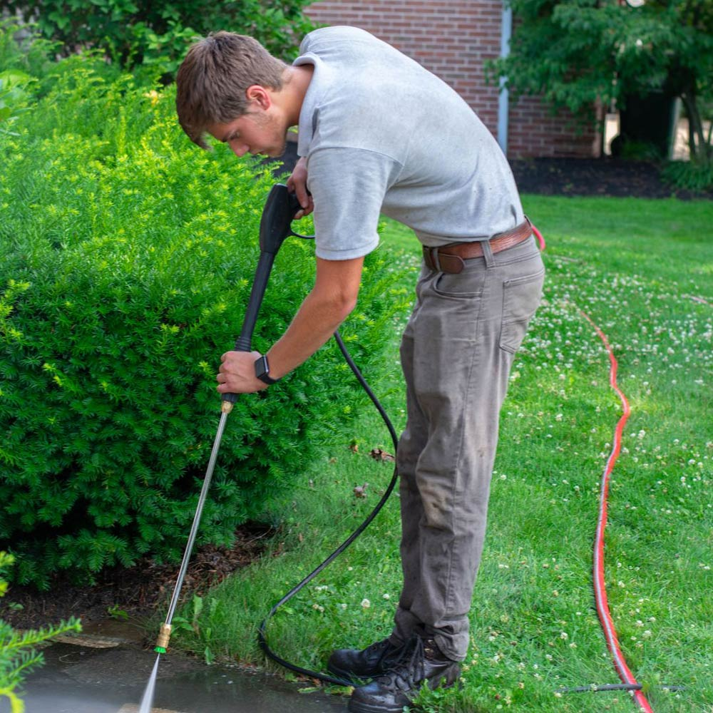 Pressure washing services in Louisville, OH
