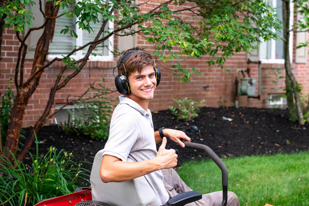 Lawn care in Louisville, OH