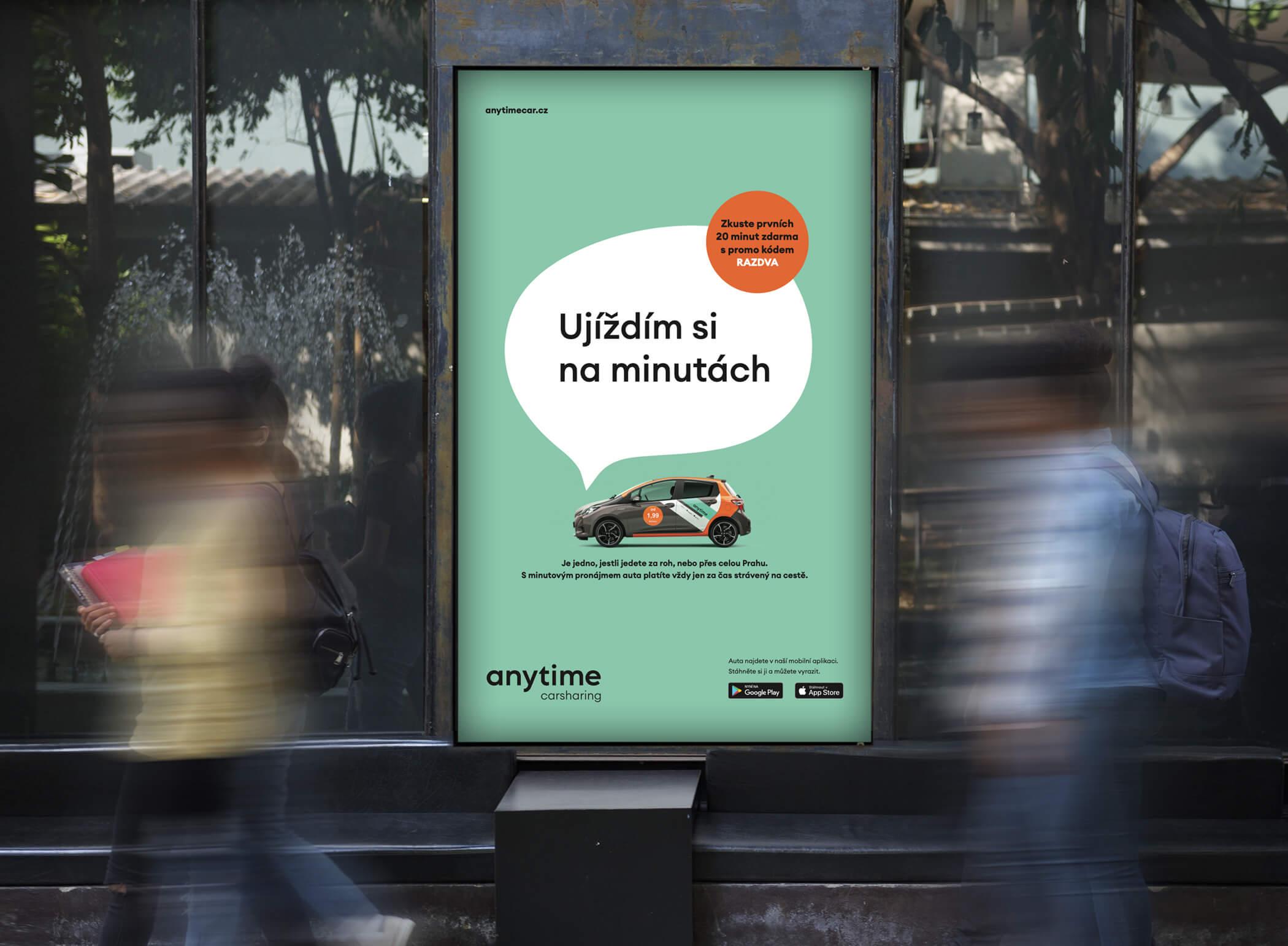 """Pouliční reklama se sloganem """"Ujíždím si na minutách"""""""