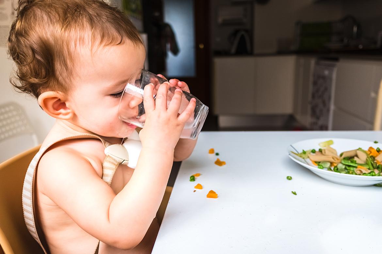 ¿Cuándo puede mi bebé empezar a usar el vaso?
