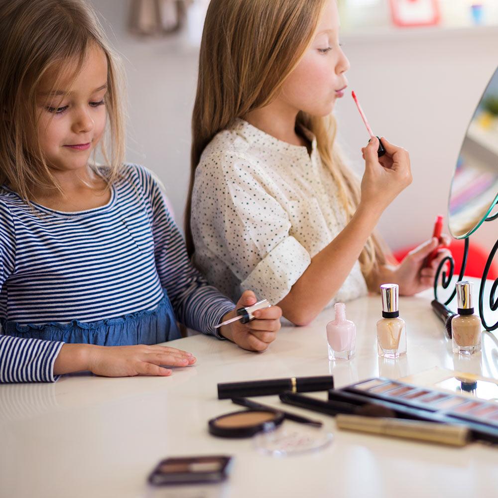 ¿Sabías que el esmalte de uñas y el maquillaje son disruptores endocrinos?