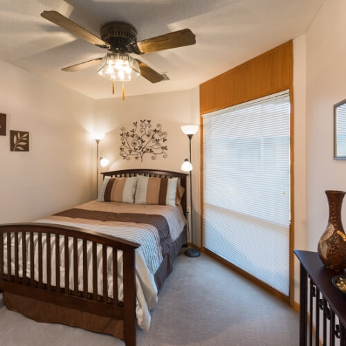 Independent Living Dodge City Manor of the Plains Bedroom Image