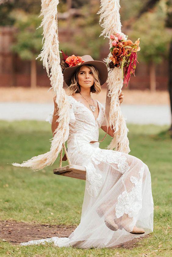 © photo et planification: Carol Oliva Photography / Design: Willow and Plum / Robe: Evelyn Bridal chez Epiphany Boutique / Mise en beauté: Blush Monterey