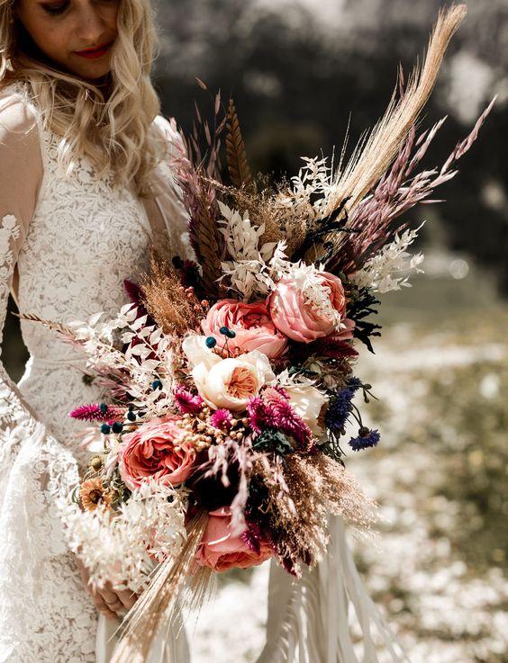 © photo: Lilly Red Creative / Planification: Benevent Planner / Fleurs: Chiara Sperti Floral Events / Robe de mariée: Rue de Seine chez Seeweiss