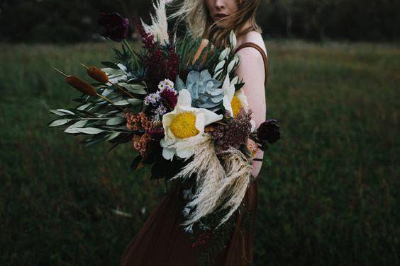 © photo: CJ Williams / Fleurs: The Bloom Romantic / Mise en beauté: Cat Elizabeth Artistry
