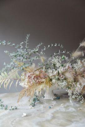 © photo: Tess Comrie / Fleurs: Sarah Winward chez Honey of a Thousand Flowers