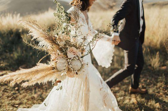 © photo: Lauren Nicole Photography / Design et planification: Maxwell and Gray Studio / Fleurs: Tersilla & Co / Robe de mariée: Rue de Seine chez Lovely Bride
