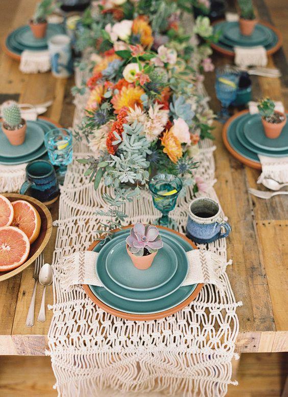 © photo: Desi Baytan / Design: Justina Blakeneypour Wedding Paper Divas / Stylisme: Danae Horst / Fleurs: Viva Voce Designs / Accessoires: borrowed BLU & Taylor + Taylor