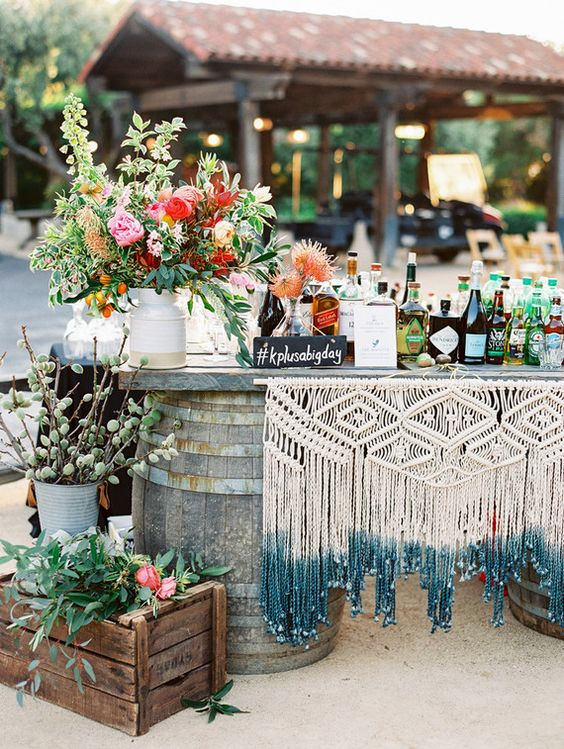 © photo: Mirelle Carmichael / Design et planification: Amy chez LVL Weddings & Events / Fleurs: Seascape Flowers / Locations: Chic Event Rentals & Seventh Heaven Vintage / Macramé: Heidi Martin de My Macramania