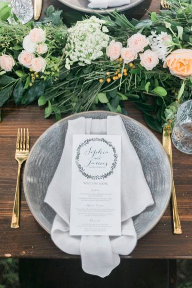© photo: Kaitlin Maree Photography / Concept et direction artistique: The Wedding Playbook / Fleurs: Flowers by Julia Rose / Décor: The Wedding Shed / Papeterie: Love Notes Australia