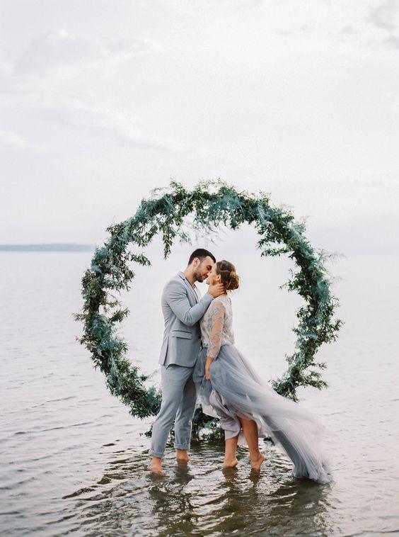 © photo: Muravnik Photography / Concept et planification: Atmosphere Wed / Design floral: Tatiana Bugaeva / Robe: Whitechicks / Mise en beauté: Ksenia Shostko / Costume: Zara