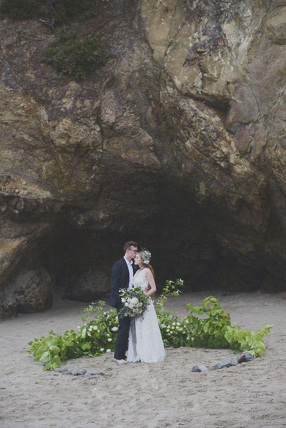 © photo: Ellie Asher Photo / Design floral et stylisme: pistils & stamen / Mise en beauté: Austie Eckley / Rubans: Silk & Willow / Robe: Elizabeth Dye