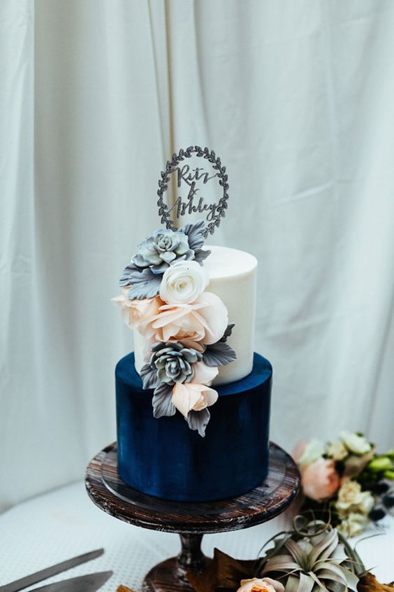 © photo: Chaz Cruz Photography / Gâteau: Hey There, Cupcake! / Cake Topper: Alexis Mattox Design