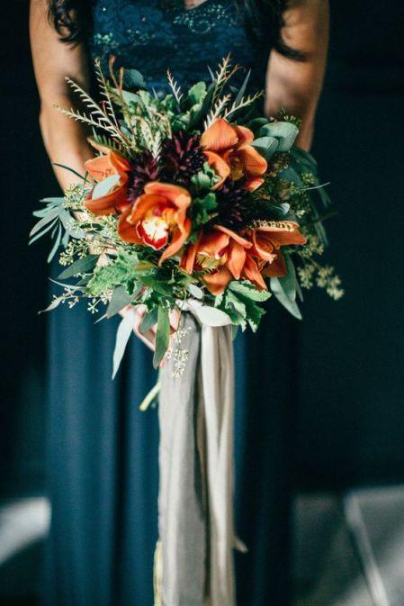 © photo: To Wander & Seek / Fleurs: The Conservatorie / Robe: Erin