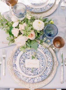 © photo: Vasia Photo + Artiese Studios / Fleurs: Bloom & Company / Accessoires: Plate Occasions / Calligraphie: Hello Maurelle