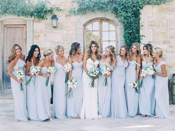 © photo: Luna de Mare / Fleurs: Tangled Lotus / Robe de mariée: Katie May Collection / Robe des demoiselles d'honneur: Amsale
