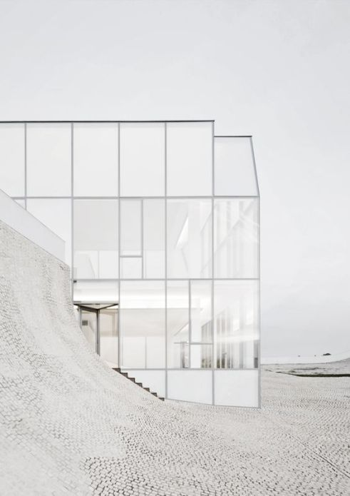 © photo: Iwan Baan / Museum of Ocean and Surf, Biarritz / Architectes: Steven Holl Architects, Solange Fabiao