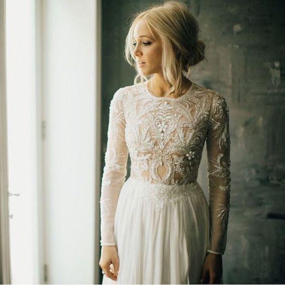 © photo: Phil Chester / Robe: Lovely Bride