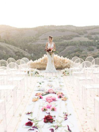 © photo: Carlie Statsky / Design, fleurs et planification: Christine Cater / Robe : Haute Bride