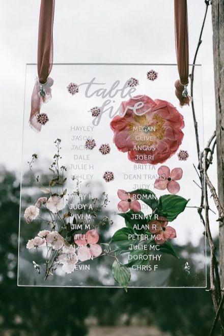 © photo: Enchanted Weddings / Fleurs: Katie Marx Flowers / Stylisme: Nomad Styling / Calligraphie: Natalie Martin