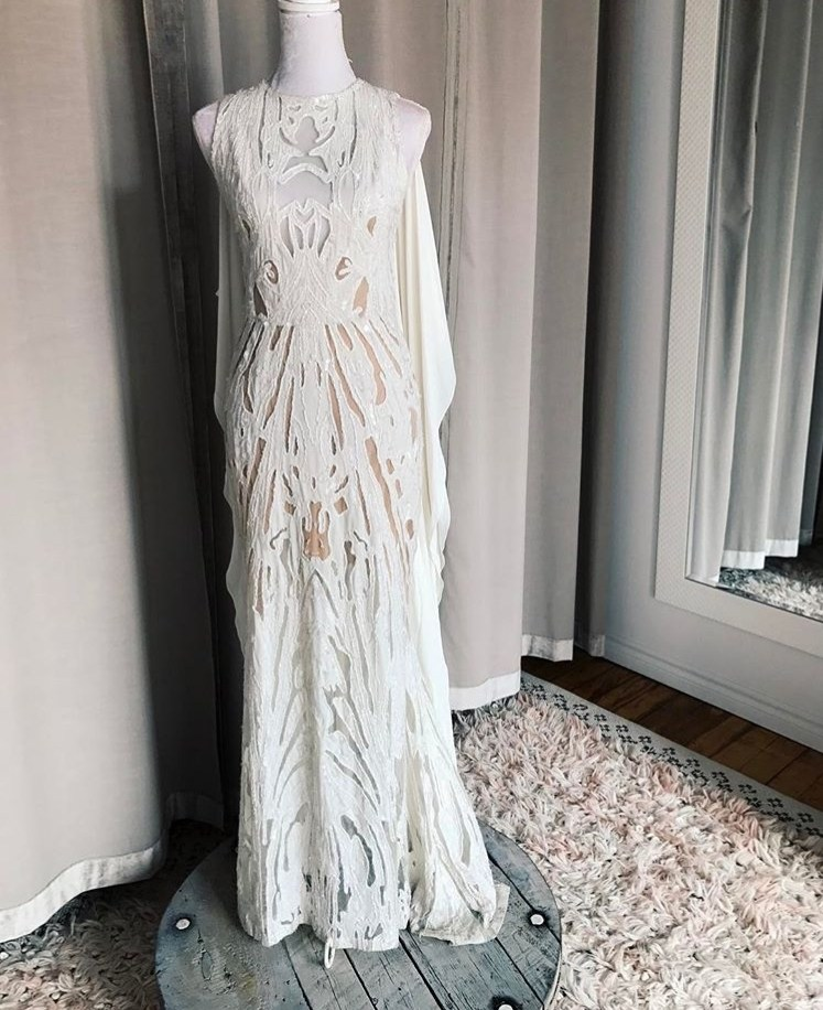 © photo: Le White Closet / Robe: Elie Saab