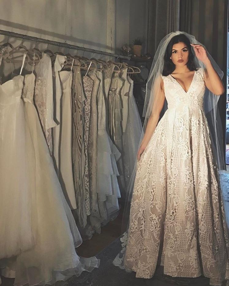 © photo: Le White Closet / Robe: Bariano