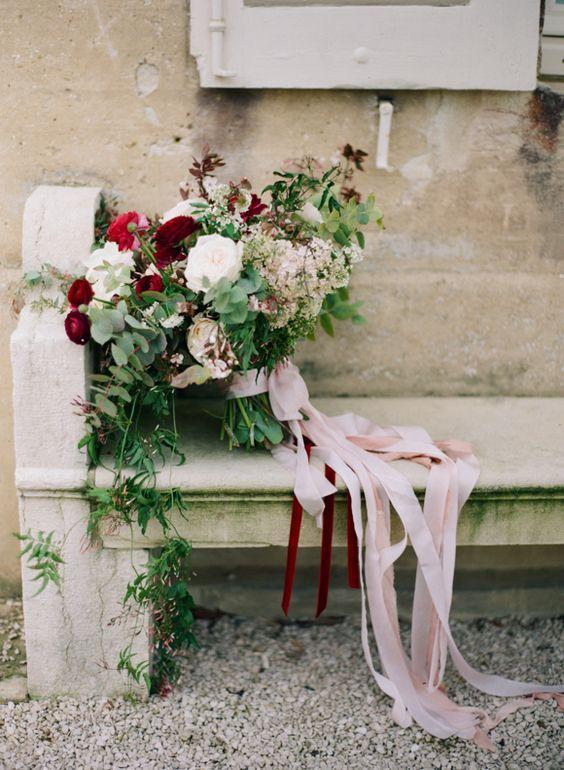 © photo: Heidi Lau Photography / Bouquet: Holly Flora