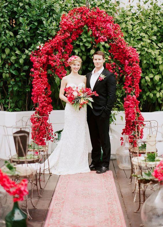 © photo: Caroline Tran / Concept, design d'événement, stylisme et coordination: GATHER Events / Design floral: The Vine's Leaf / Robe de mariée: Kirstie Kelly
