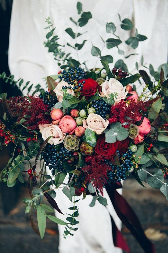 © photo: Amy Breeze / Bouquet: Fairleys Bespoke Florestry
