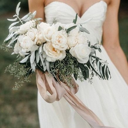 © photo: Geneoh / Bouquet: Whimsy Designs / Rubans: Silk & Willow