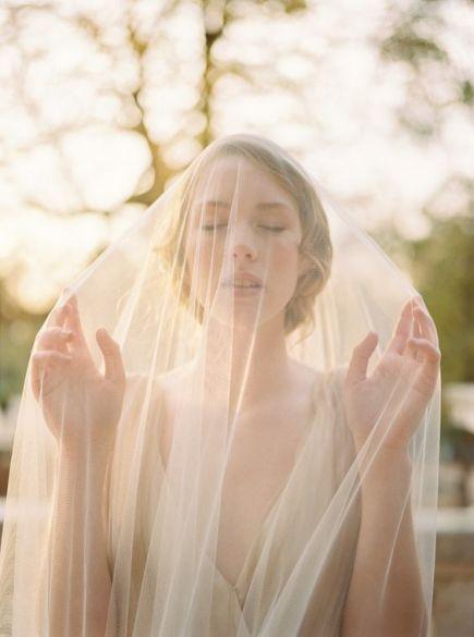 © photo: Celine Chhuon / Maquillage et Coiffure: Alexandra Manai