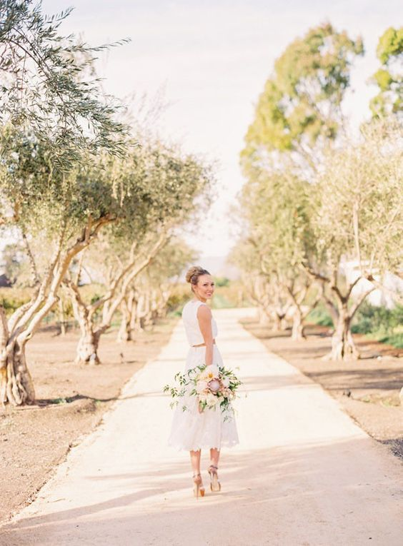 © photo: Jodi and Kurt Photography / Robe: Pas De Deux Bridal / Bouquet: Noonan's Wine Country Designs