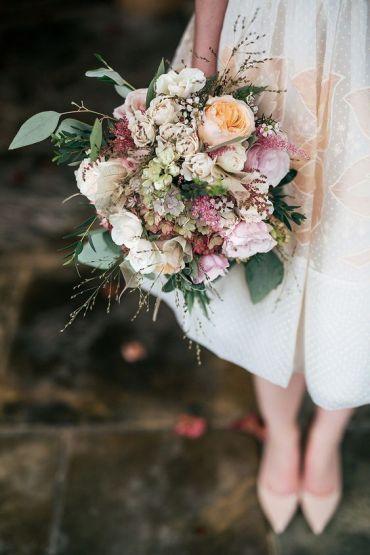 © photo: Jordanna Marston / Robe: REDValentino, Net-A-Porter / Bouquet: Scarlet & Violet