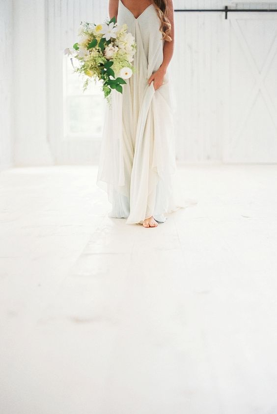 © photo: Callie Manion / Robe: Carol Hannah / Bouquet: Stems of Dallas