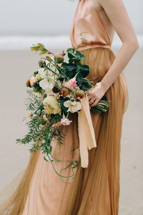 © photo: Meghan Kay Sadler / Robe: Emily Riggs Bridal / Fleurs: Selva Floral Design