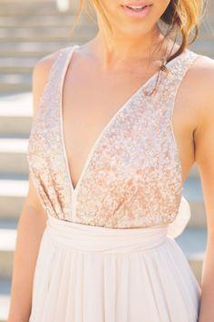 © photo: Blush Wedding Photography / Robe: Truvelle