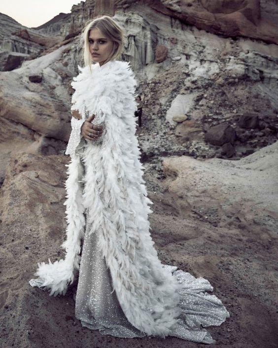 Robe et cape de plumes: Odylyne the Ceremony