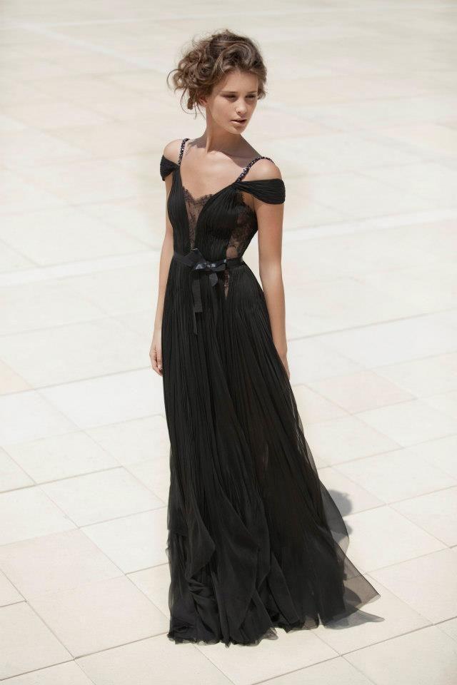 Robe: Mira Zwillinger, modèle Ashley