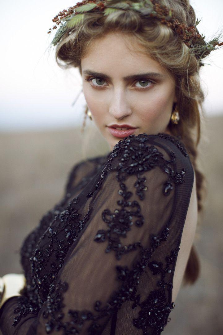 © photo: This Modern Romance / Robe: Xcite