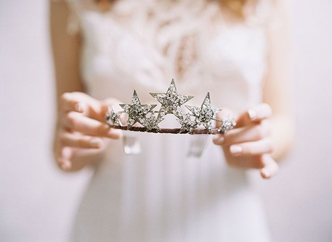 © photo: Caroline Tran / couronne d'étoiles: Erica Elizabeth Designs